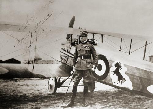 Legendáry čierny kôň na trupe lietadla Francesca Baracca.